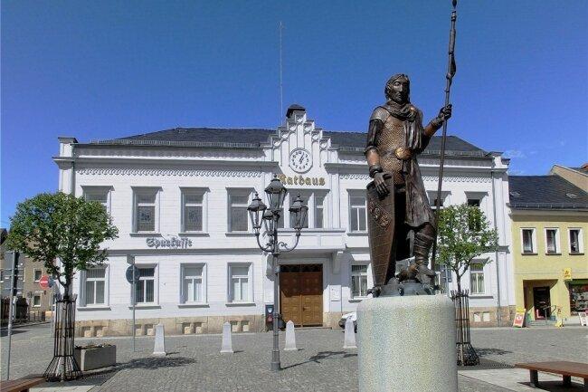 Was geht vor sich im Elsterberger Rathaus? Alles sieht nach einem Hauen und Stechen aus.
