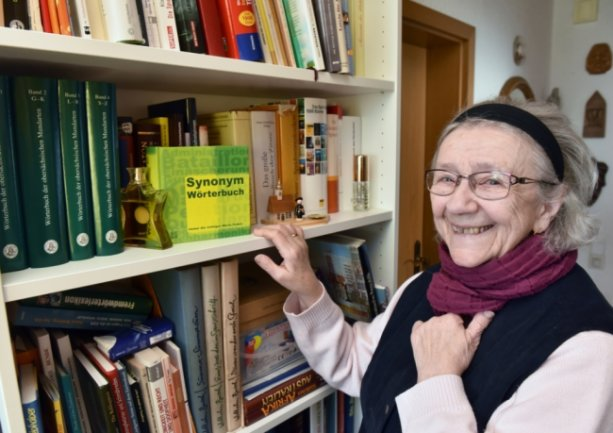 Franziska Böhm zählt zu den gestandenen Mundartautoren des Erzgebirges. Sie begründete nach der Wende die regelmäßigen Treffen der Schreiber, aber auch der Musikanten. Die Breitenbrunnerin leitete verschiedene Gruppen und hat eine Vielzahl von Texten und Gedichten in Erzgebirgisch verfasst.