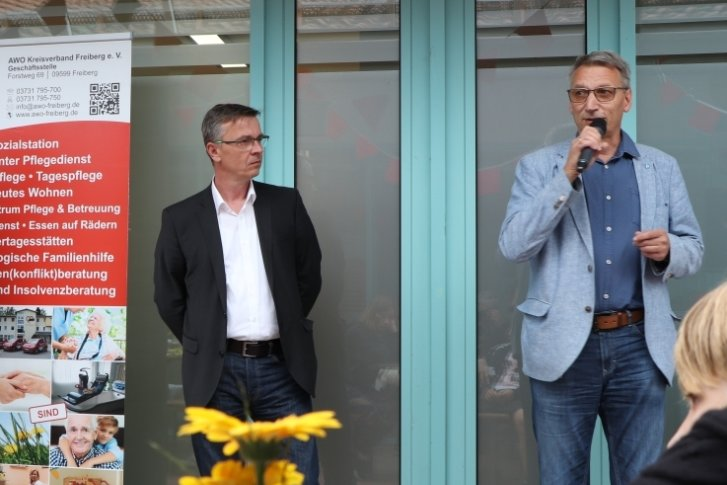 Flöhas Oberbürgermeister Volker Holuscha, Awo-Geschäftsführer Jörg Lehmann und Klaus Wortmann (v.r.) von Immo-Projekt begrüßten die Gäste beim Tag der offenen Tür des AWO-Sozialzentrums in Flöha.