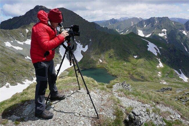 Frank Meutzner im rumänischen Fagaras-Gebirge, bei Dreharbeiten für das Bergsportmagazin Biwak.