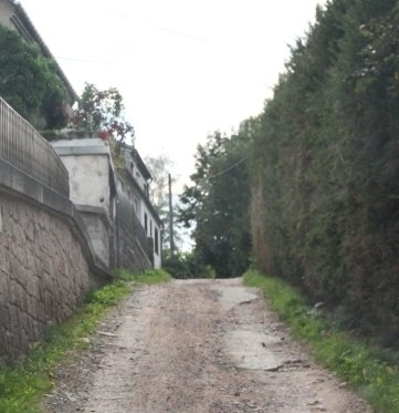 Der Triftweg in Bockau ist nach Regengüssen teilweise kaum noch befahrbar.
