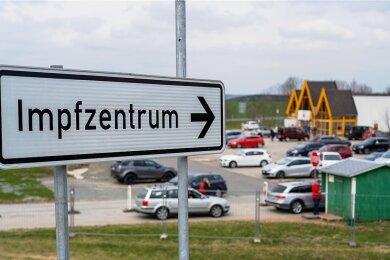 Insgesamt rund 280.400 Erst- und Zweitimpfungen sind im Impfzentrum Eich oder dessen Außenstelle in Plauen sowie durch die mobilen Impfteams verabreicht worden.