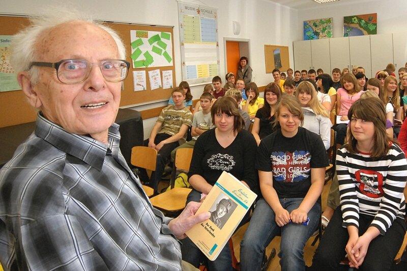 Hermann Horn - im Zweiten Weltkrieg Infanterist und Gefangener - berichtete am Montag den achten Klassen der evangelischen Mittelschule Großrückerswalde von seinen Erlebnissen.