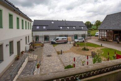 Der im Waldenburger Pfarrgrund angesiedelte Lebenshof mit der in Baubefindlichen Kräuterschule.