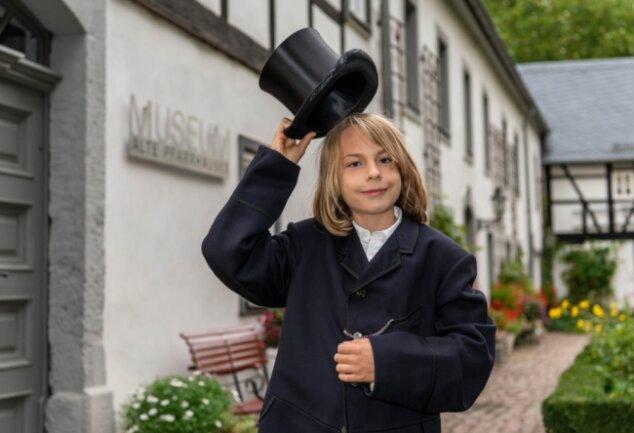 Erik Halumbirek ist das jüngste Mitglied im Förderverein des Museums. Der 11-Jährige ist auch Hauptdarsteller in einem Video, in dem er durch das Mittweidaer Museum Alte Pfarrhäuser führt.