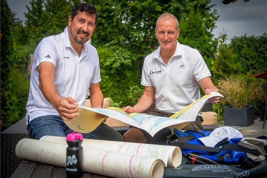 Extremsportler Jörg Stinglund Ex-Weltklasseschwimmer Stev Theloke (l.) bei den letzten Vorbereitungen für den Inselman.