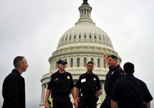 """Kurz vor dem zehnten Jahrestag der Anschläge vom 11. September hat eine neue Terrorwarnung die Menschen in den USA im Atem gehalten. Es gebe eine """"spezifische, glaubwürdige, aber unbestätigte"""" Bedrohung, erklärte das US-Heimatschutzministerium. Ein denkbares Szenario seien Explosionen von Autobomben in einer US-Großstadt wie New York oder Washington, sagten US-Vertreter."""