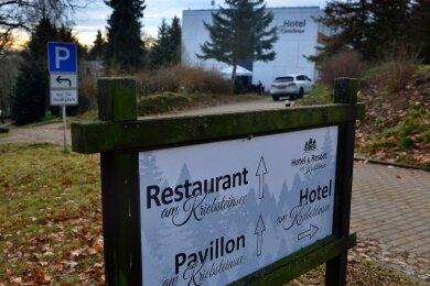 Die Pächter des Hotels in Höfchen wollen nun die Immobilie an der Talsperre Kriebstein früher als geplant von der Gemeinde kaufen. Eine Entscheidung vom Gemeinderat dazu ist vertagt worden.