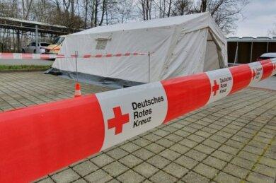 Auf dem Gelände des Paracelsus-Klinikums Reichenbach ist ein Corona-Ambulanz-Zentrum errichtet worden. Dorthin will man Patienten umleiten, bei denen es einen konkreten Verdacht gibt.