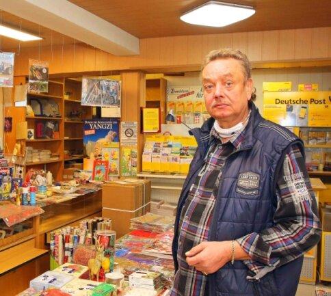 Andreas Lange schließt seinen Laden an der Werdauer Straße in Neukirchen.