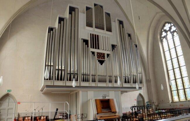 """In der Falkensteiner Kirche """"Zum heiligen Kreuz"""" steht eine Orgelführung auf dem Programm"""