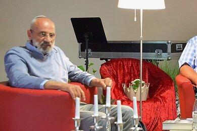 Chaim Noll (links) in Reichenbach im Gespräch mit Werner Hartstock von den sächsischen Israelfreunden.