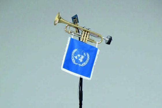 """""""Zapfenstreich"""" von Simon Weckert ist eine Klang-Installation, die wie von Geisterhand gesteuert die Trompete erklingen lässt."""