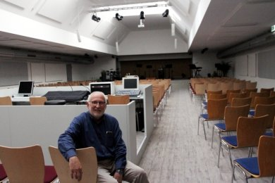 Pastor Michael Kuhn kann es kaum erwarten, dass im neuen Gemeindezen-trum an der Scheunenstraße in Schneeberg Leben einzieht.