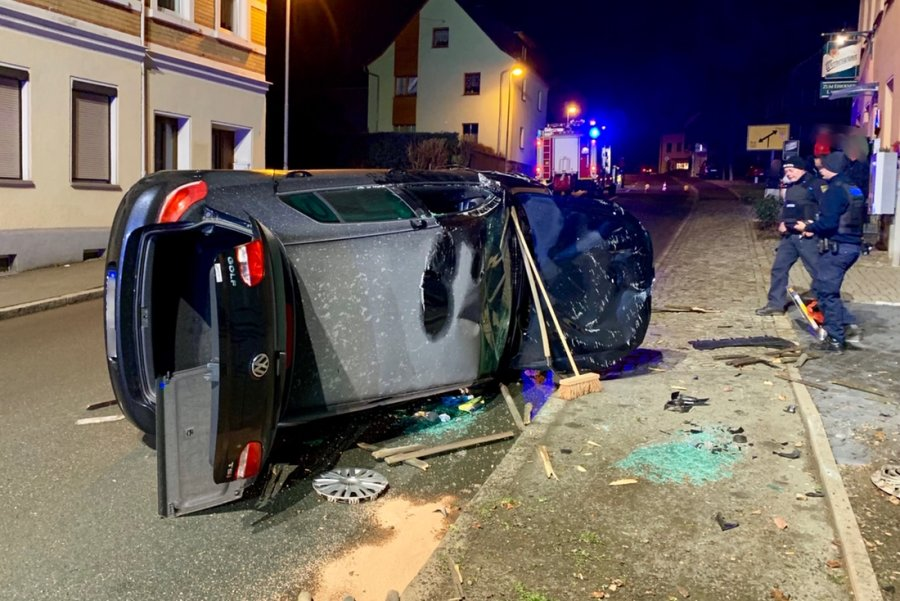 Person bei Verkehrsunfall in Schneeberg leicht verletzt