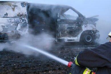 Kurz nach dem Diebstahl im Juli 2019 von einem Restaurant in Schneeberg brannte dieser Transporter völlig aus.