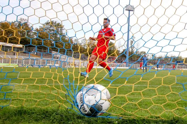 Janik Mäder trifft zum 7:0 für Zwickau.