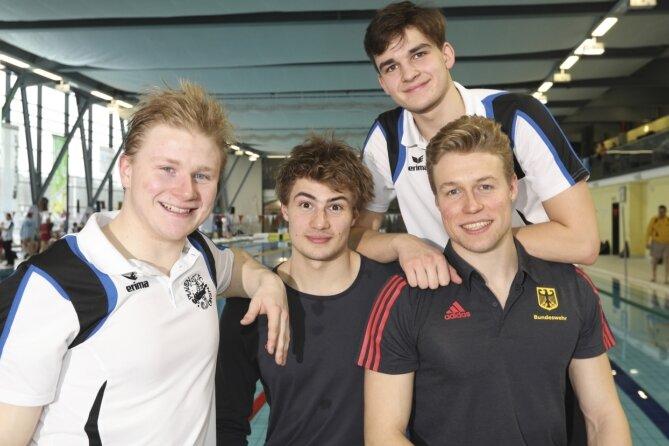 Ein Quartett des TC Nemo Plauen gehört zum deutschen Team bei der Europameisterschaft im Flossenschwimmen. Vorn von links Sidney Zeuner, Max Poschart und Malte Striegler sowie hinten Nachwuchstalent Robert Golenia.