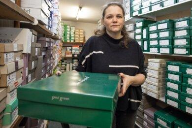 Kein Platz mehr: Das Lager ist voll. Isabel Thiele, Inhaberin des Geschäftes Schuhe und Lederwaren an der Wolkensteiner Straße, braucht Platz, um die Bestellungen für das Frühjahr unterzubringen.