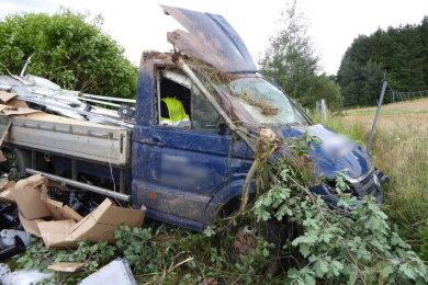 Am Donnerstagmittag ist es zu einem Unfall auf der A 72 gekommen. Der Fahrer musste ins Krankenhaus gebracht werden. Es entstand ein hoher Sachschaden.
