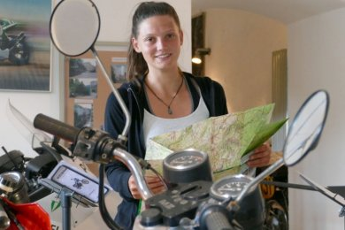 Sowohl mit Motorrädern als auch mit Landkarten kennt sich Tomke Diebel gut aus, wie die von ihr erstellten Touren beweisen.