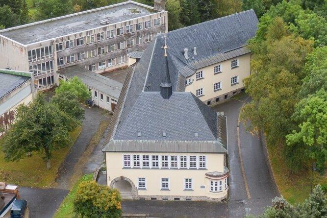 Der einstige Schulkomplex in Oberwiesenthal: Ihn zu reaktivieren wird ein schwieriges Unterfangen.