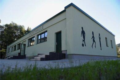 Die neu sanierte Sporthalle in Erlbach.
