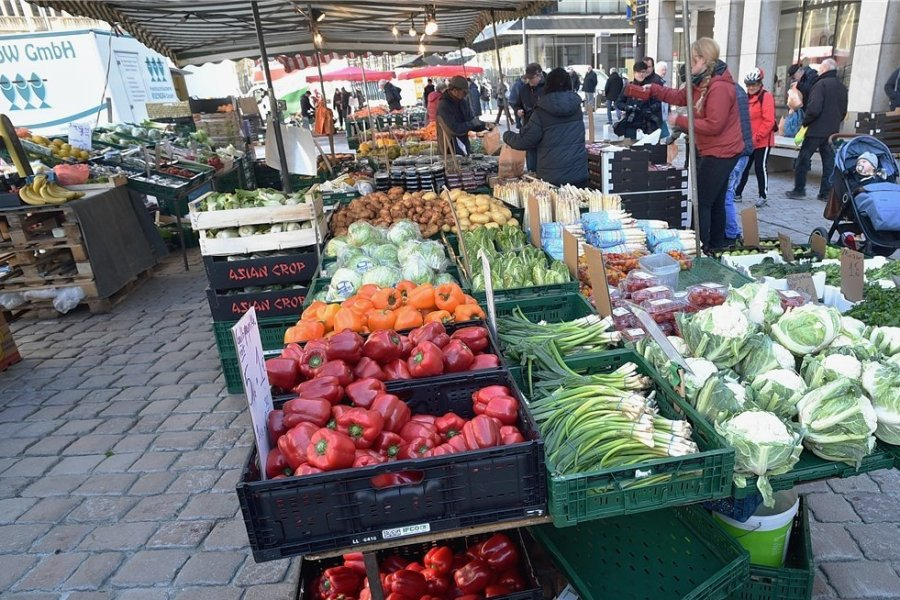 Das Bild entstand vor den coronabedingten Einschränkungen bei einem Wochenmarkt in der Innenstadt im März 2020. Am 4. Oktober soll nun wieder ein Jahrmarkt stattfinden. Foto: Andreas Seidel/Archiv