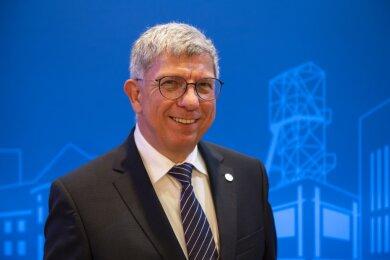 Prof. Dr. Klaus-Dieter Barbknecht bleibt für weitere fünf Jahre Rektor.
