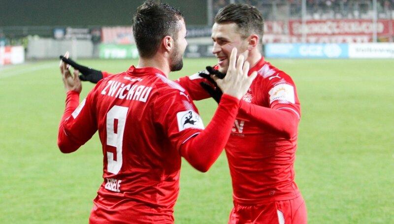 Torschützen unter sich: Fabian Eisele (links) und Nils Miatke nach dem Tor zum 2:0.
