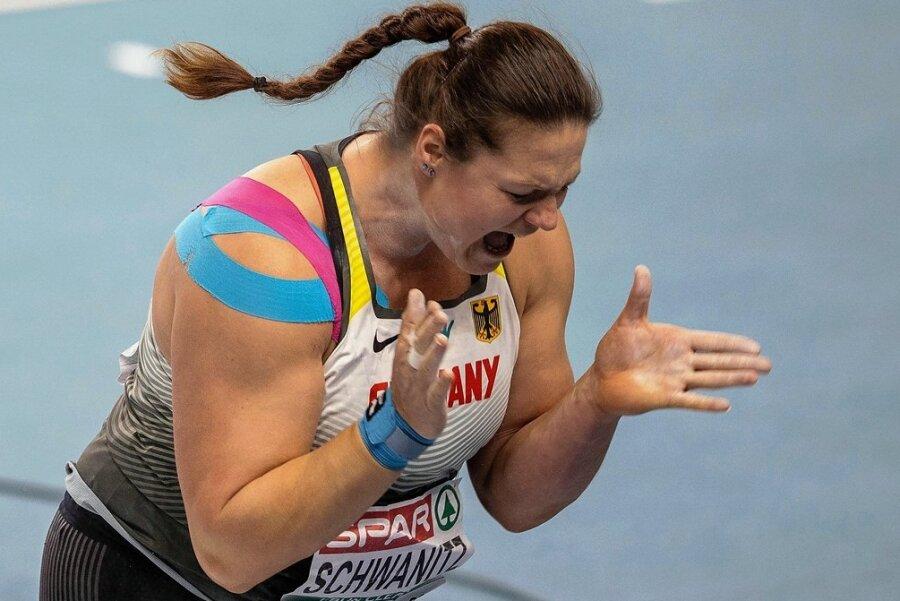 So jubelte Christina Schwanitz nach ihrem letzten Versuch, der ihr noch EM-Bronze einbrachte.