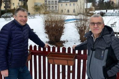 Freimuth Reichel (r.) hat sein Ehrenamt als Wanderwegewart an Wilfried Wußling übergeben.