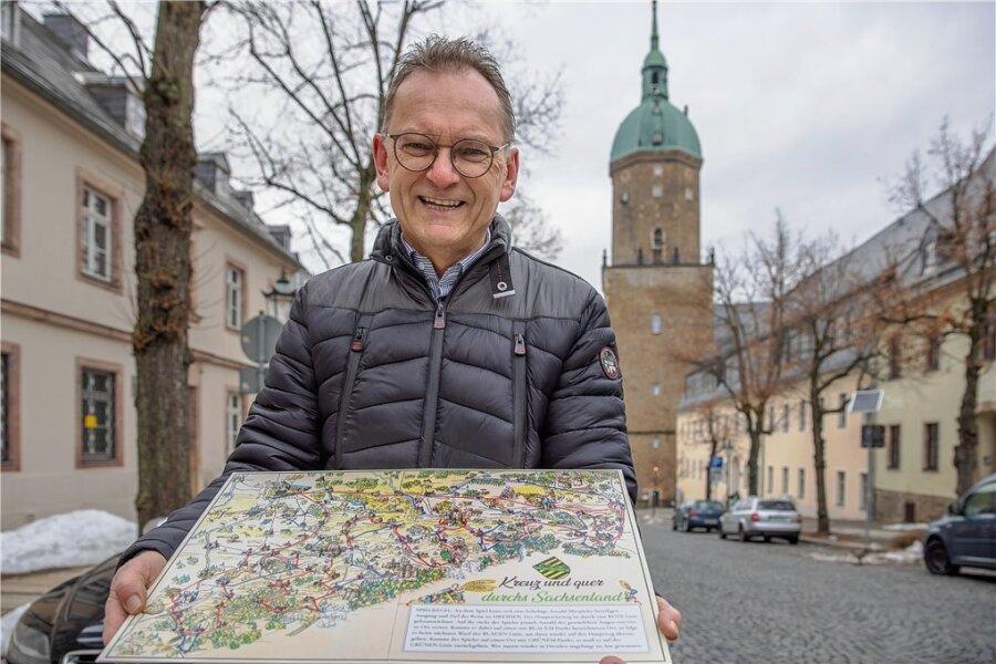 Ralf Viehweg mit dem Sachsenspiel. Am Dienstag stellte er die Spika-Replika auch in Dresden vor. Zu den prominenten Unterstützern gehörte Landtagspräsident Matthias Rößler.