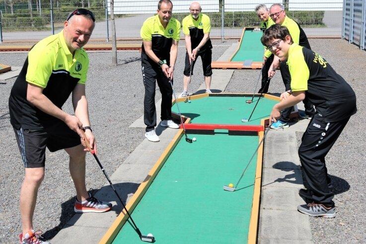 Sind für das Sportjahr 2021 bereit: Die Minigolfer des TSV Flöha um ihren Chef Thomas Engel (l.).
