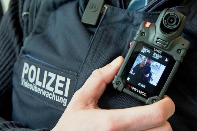 Die Bodycams werden nun doch ins neue Polizeigesetz aufgenommen. Bisher werden sie nur im Rahmen eines Projektes in Leipzig erprobt.
