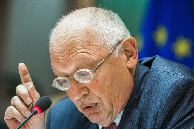 Günter Verheugen kann die Bedenken der EU-Parlamentarier gegen die Etatbeschlüsse des jüngsten Gipfels der Staats- und Regierungschefs nachvollziehen. Er erwartet aber eine Einigung.
