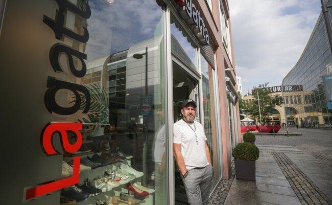 Kai-Uwe Günther, Inhaber des Geschäfts Lagatta in der Webergasse, zählt zu den dienstältesten Einzelhändlern in der Innenstadt. Er sieht im Zentrum Potenziale, die genutzt werden müssten, um die Innenstadt attraktiver zu machen.