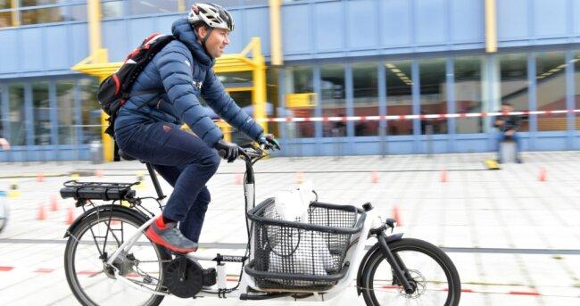 Beim Testival auf dem Campus der Bergakademie fuhren die Probanden auf mehreren Parcours mit vier Lastenfahrrädern.