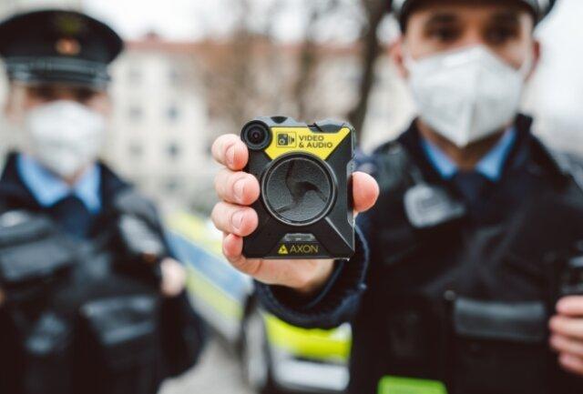 Die Polizei in Zwickau ist bald mit 125 Bodycams im Einsatz.