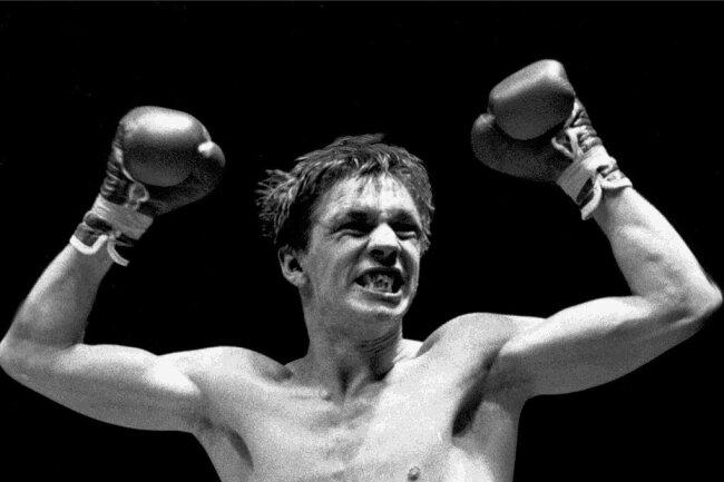 11. März 1988 in Düsseldorf: Graciano Rocchigiani feiert seinen K.o.-Sieg gegen den Amerikaner Vincent Boulware und ist zum ersten Mal Weltmeister.
