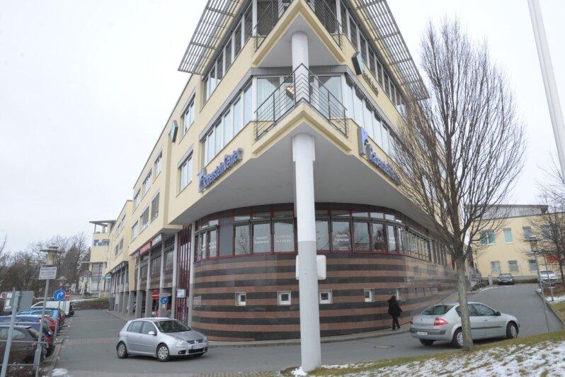 """<p class=""""artikelinhalt"""">Die Stadtverwaltung lehnt einen neuen Lebensmittelmarkt an der Oberfrohnaer Straße ab. Sie fürchtet unter anderem Nachteile für das 450 Meter entfernte Rabenstein-Center (Bild) mit seinem Penny-Markt. </p>"""