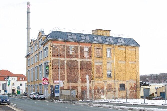 Früher Betriebsteil der Plauener Gardine, heute Sitz von Fahrradhändler und Fitnessstudio: Künftig könnte auf dem Dach des Firmengebäudes noch ein Restaurant mit Bar entstehen - und großer Dachterrasse.