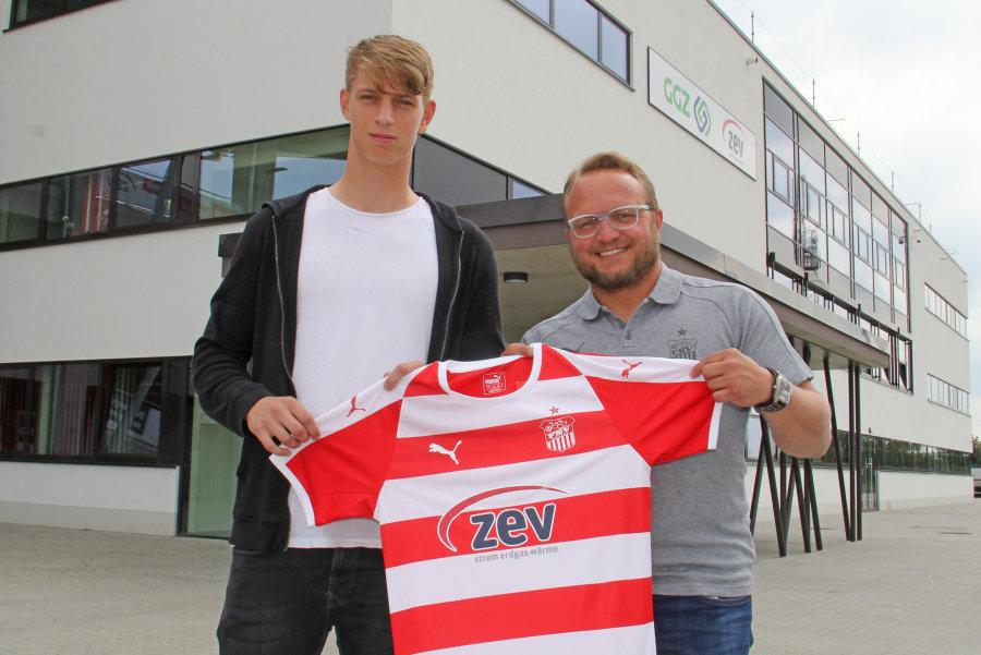 Neuzugang Lion Lauberbbach (rechts) und Co-Trainer Danny König.