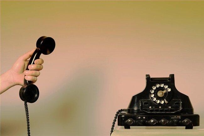 """Stimme im Kopf: """"Desinfektionsnummer"""" ist Sachsens erstes Telefontheaterstück und kommt ohne herkömmliche Bühnensicht aus."""