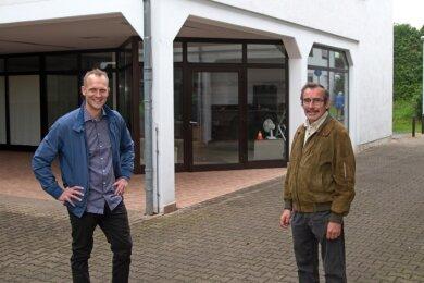 Ortsvorsteher Uwe Wanitschka (re.) und Thomas Kubbe suchen einen Betreiber für einen Dorfladen.