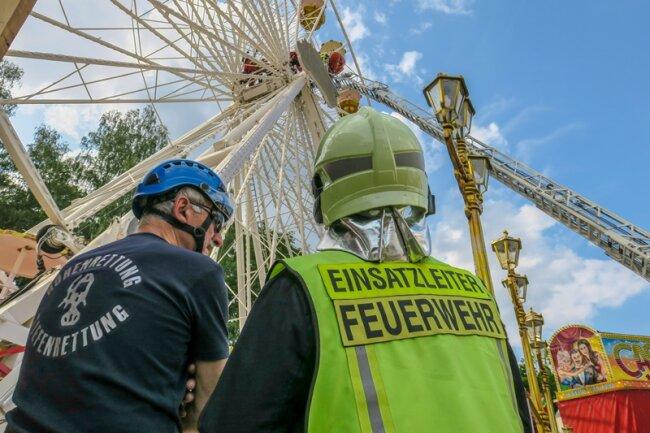 Bei der Übung wurde angenommen, dass ein Mann im Riesenrad gestürzt war.