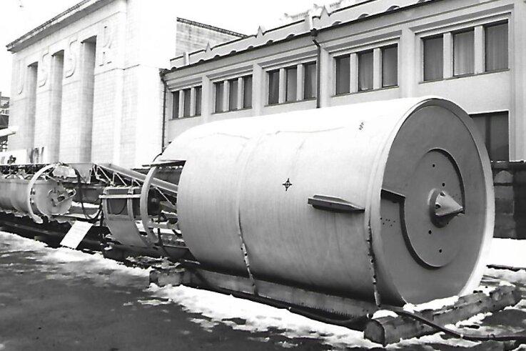 Der sowjetische Vortriebsschild D 2100 - hier präsentiert auf der Leipziger Messe - kam im Produktionsbereich Zwickau zum Einsatz. Er eignete sich mit seiner Abbauscheibe vor allem für sandigen Boden.