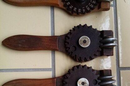 Das Museum Tuchfabrik Gebrüder Pfau in Crimmitschau hat noch einige der als Spion bezeichneten Fehlermessgeräte in seinem Fundus.