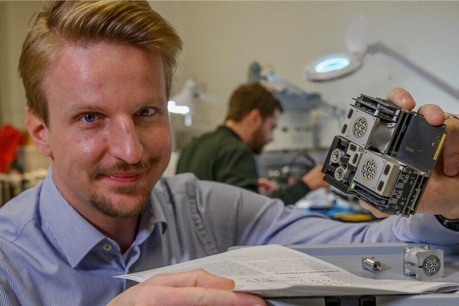 Daniel Bock und sein Dresdner Start-up Morpheus Space haben den kleinsten Antrieb der Welt für Satelliten entwickelt. Durch das Baukastensystem können sie selbst eine Tonnenlast steuern.