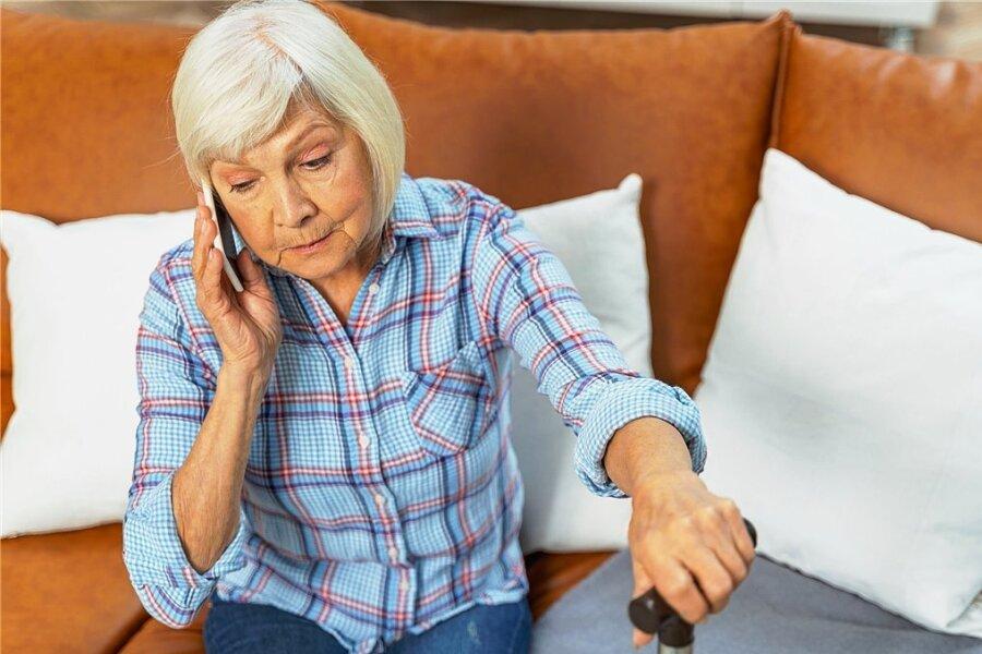 Wenn sich der Gutachter am Telefon meldet, sollten Pflegebedürftige möglichst alle wichtigen Unterlagen zur Hand haben.